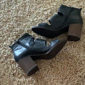 Lucky Brand Black Leather Block Heel Sandal Size 9
